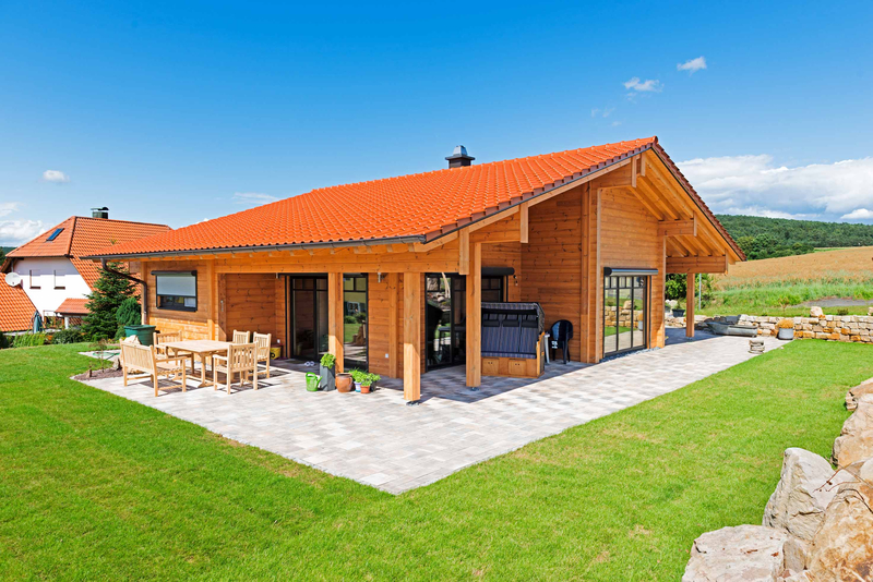 Fertighaus holz bungalow fertigh user im bungalowstil 43 for Bestes holzhaus