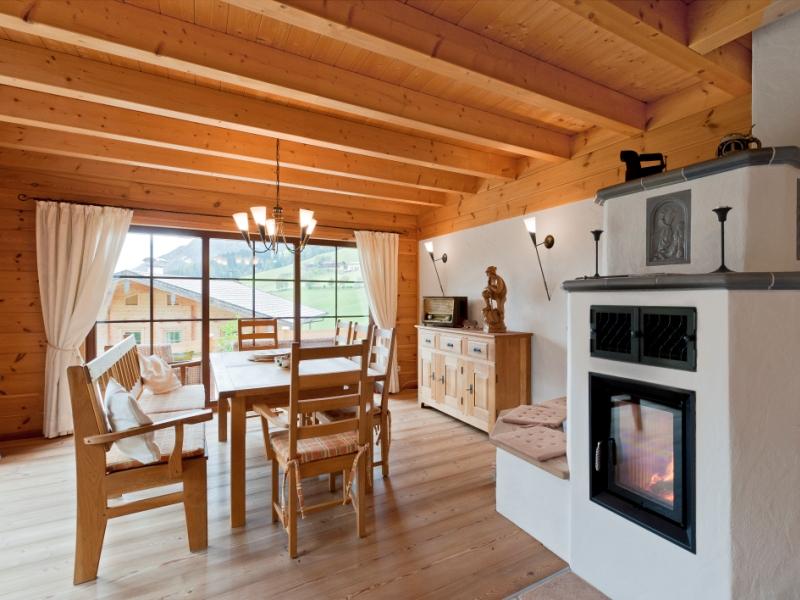 fullwood haus alpentraum holzhaus im traditionellen tiroler stiel. Black Bedroom Furniture Sets. Home Design Ideas