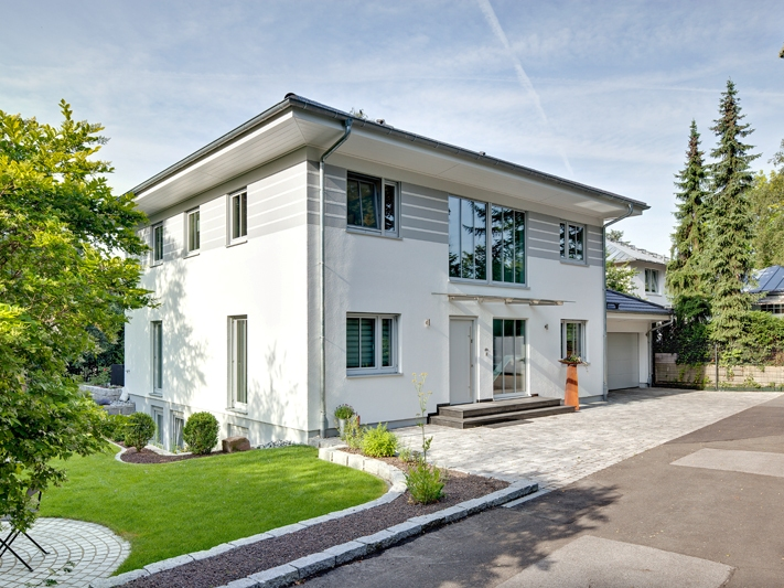 Moderne häuser walmdach  Fertighaus von LUXHAUS - Walmdach 208