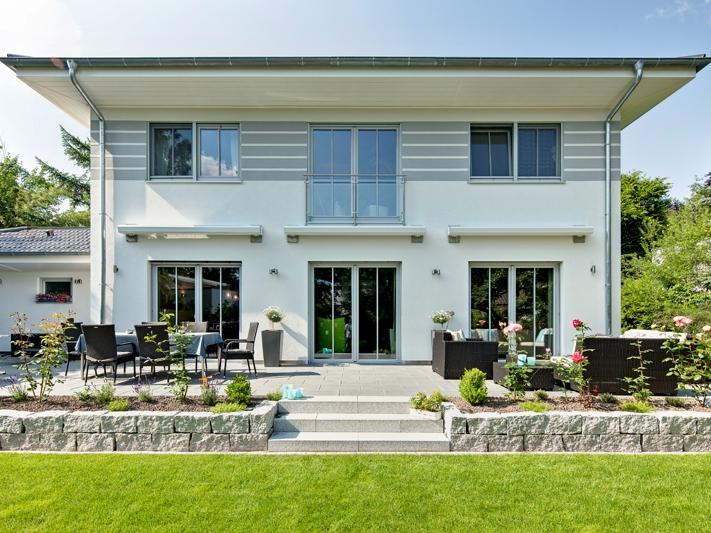 fertighaus von luxhaus walmdach 208. Black Bedroom Furniture Sets. Home Design Ideas
