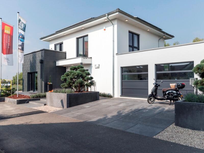 Modernes Fertighaus von OKAL Musterhaus Schkeuditz